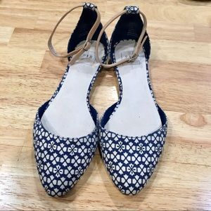 Blue floral GAP pointed toe flats. Size 7